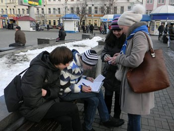 Скауты собирают подписи против расширения табачной фабрики